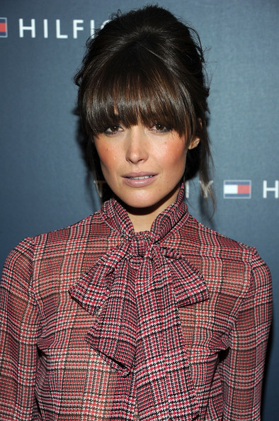Peachy Rose Byrne Simply Chic Hairstyles For Women Draintrainus