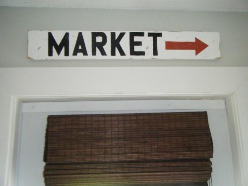 DIY market sign